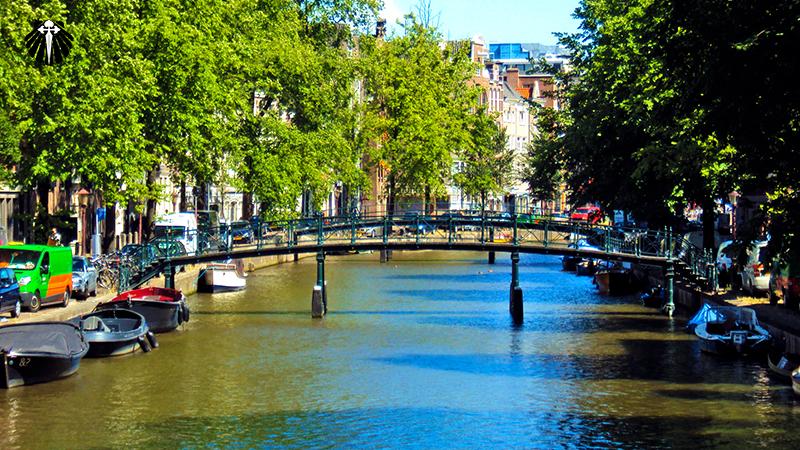 Canais navegáveis de Amsterdam