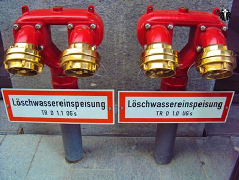 Nem me pergunte o que está escrito aqui, mas é o hidrante! Thumb