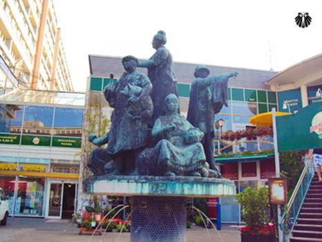 Estátua nos arredores da AlexanderPlatz. Thumb