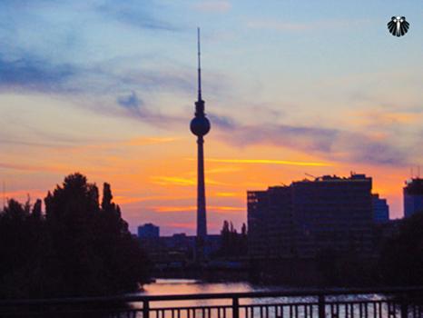 Vista da Torre de TV as margens do Rio Spree. Thumb