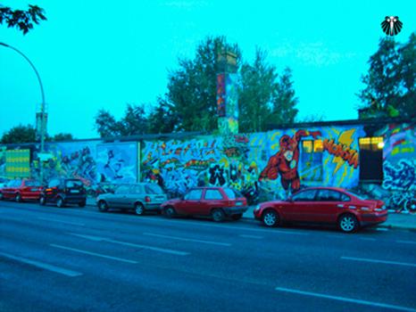 StreetArt no Muro de Berlim. Thumb