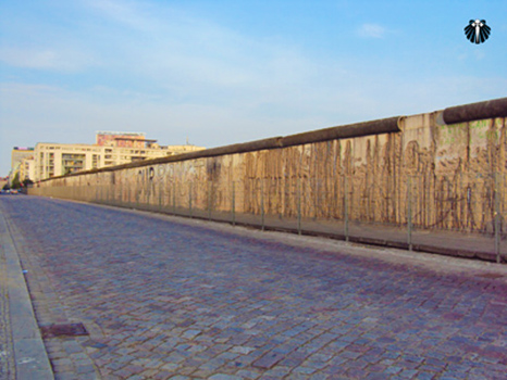 Muro de Berlim, 100 metros do muro que aindam estão de pé. Thumb