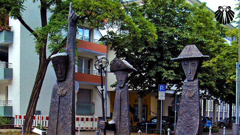 Estatuas peregrinas na Igreja de Sao Leonardo