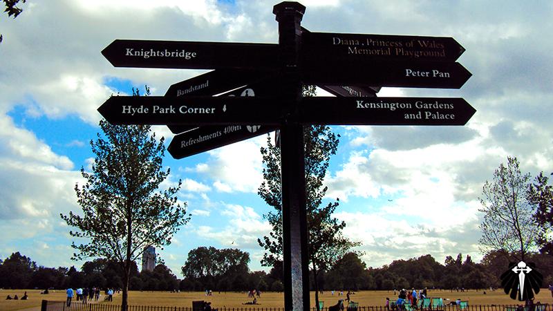 Setas indicativas no Hyde Park