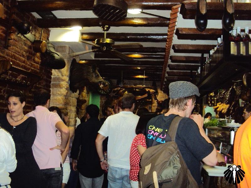 Um dos muitos restaurantes especializados em tapas.