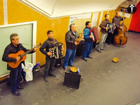 Street Music nas galerias do metrô de Paris.  Thumb