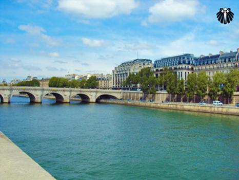 Pont du Carrousel, passagem para o Museu de Louvres. Thumb
