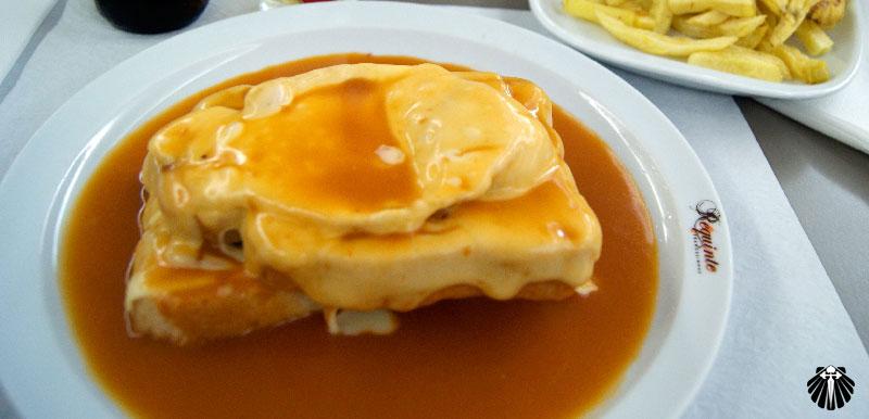 Francesinha - Sanduíche exclusivo na cidade do Porto.