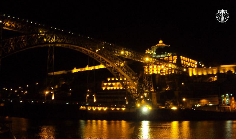 Vista noturna da Ponte Maria Pia.