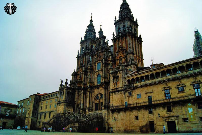 A imensa Catedral de Santiago de Compostela é o destino final da maioria dos peregrinos.