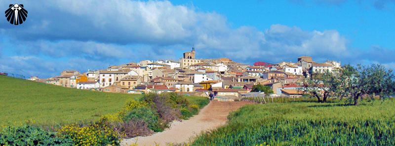 Vista ao longe do pequeno povoado de Cirauqui.