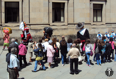 Festa pelas ruas de Santiago de Compostela